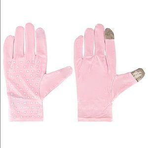 💕NWT Lele Sadoughi Pearl Beaded Tech Gloves